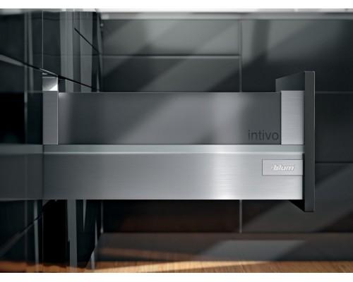 Ящик intivo Blum с высоким фасадом с держателями вставок. Выберите цвет царг и глубину ящика.